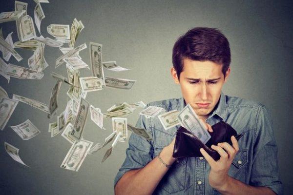財布からお金が飛んでいく