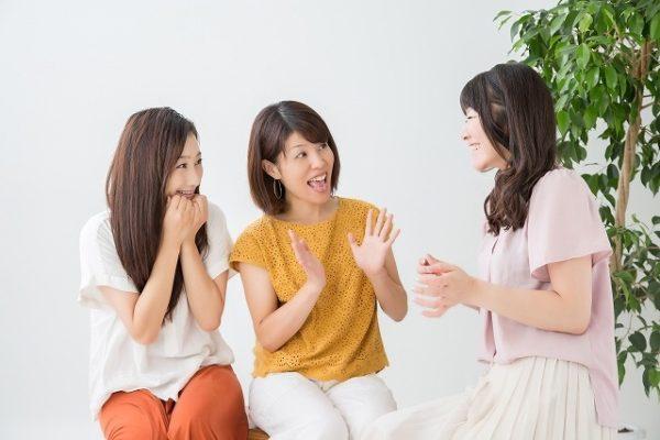 女子3人で話