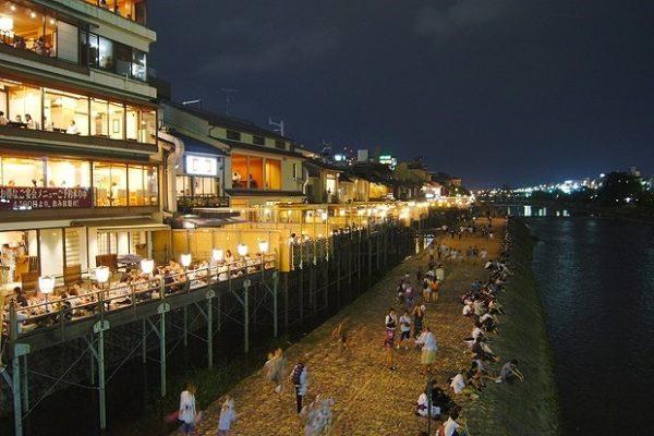 夜の京都鴨川沿い