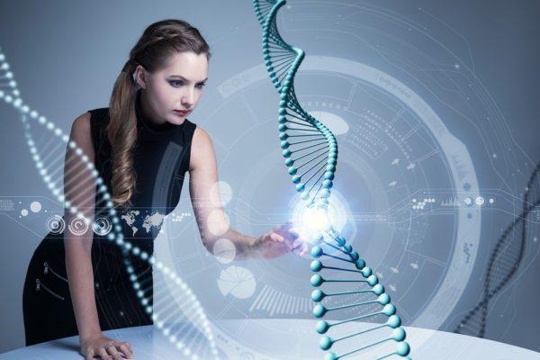遺伝子を触る女性